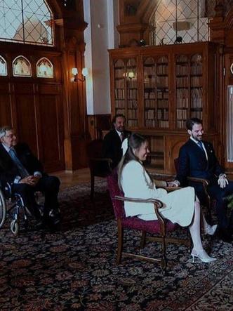 Фото №2 - Элегантная невеста и всего два гостя: как прошла свадьба греческого принца Филиппа