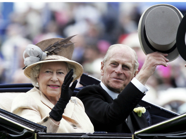 Фото №2 - Как изменятся жизнь и титул принца Филиппа, если он переживет Елизавету