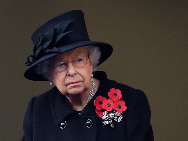 Фото №2 - Почему принцесса Анна не появилась на балконе в день памяти (а Кейт, Камилла и Софи— да)