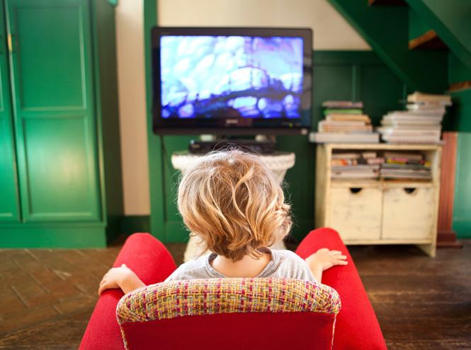 Фото №2 - Никакого телевизора: почему детям все-таки вредно смотреть ТВ