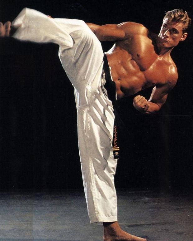 Кёкусинкай — трудная и опасная разновидность карате, контактная к тому же. Дольф в молодые годы побеждал на шведских, австралийских и британских чемпионатах.
