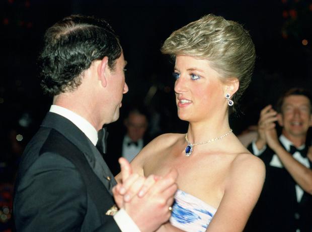 Фото №1 - Как важно быть серьезным: принцесса Диана и ее аллергия на чувство юмора принца Чарльза