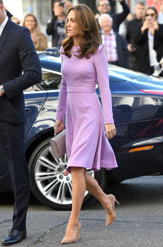 Фото №13 - Все оттенки сирени: как королевские особы носят фиолетовый цвет