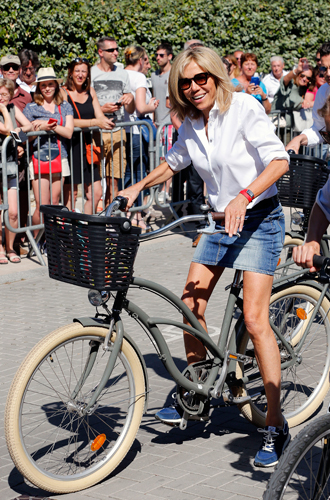 Фото №8 - Первый стилист Франции: кто одевает Брижит Макрон