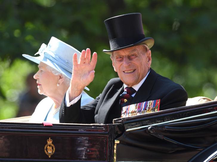 Фото №1 - Наследства не будет: принц Филипп не упомянул в завещании Гарри и Меган
