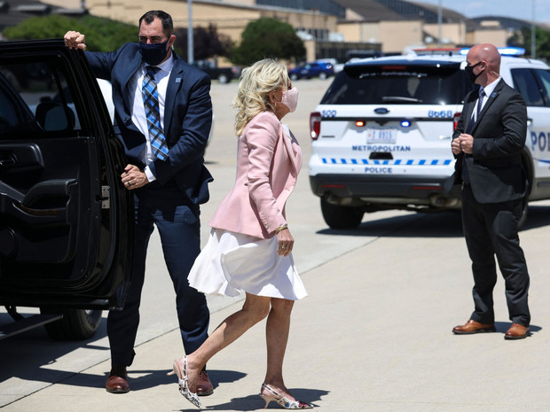 Фото №2 - Непатриотичная Первая леди: почему американцы критикуют стиль Джилл Байден