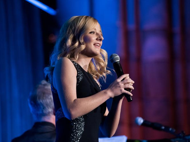 Фото №10 - Гимн для президента Трампа: кто такая певица Джеки Иванко