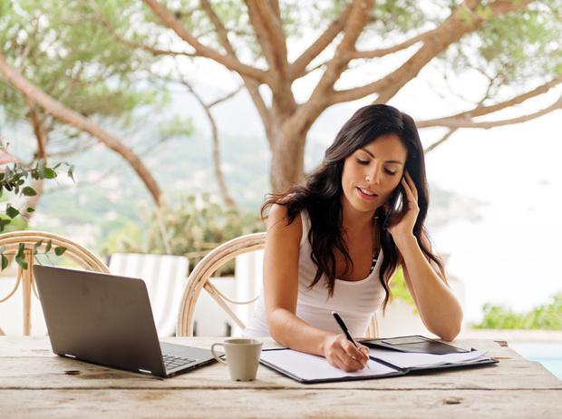 Фото №2 - Как поступить, если вас просят работать во время отпуска?