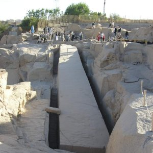 Фото №1 - Каменные монументы к пирамидам Египта доставляли по каналам