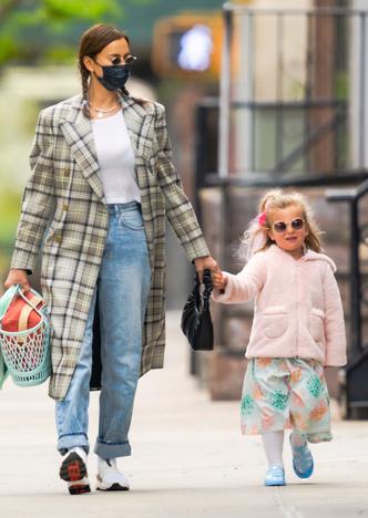 Фото №9 - Самый модный ребенок Нью-Йорка: как одевается дочь Ирины Шейк и Брэдли Купера