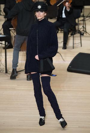Фото №7 - Кайя Гербер стала лицом новой рекламной кампании Chanel