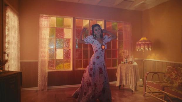 Фото №2 - Где найти такое же платье, как у Селены Гомес в новом клипе De Una Vez