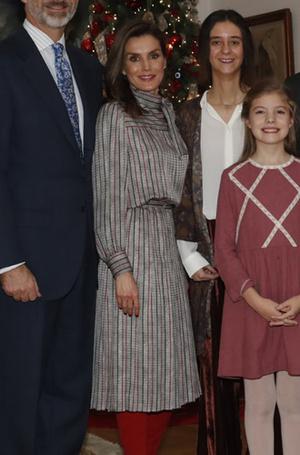 Фото №4 - Модный реверанс: принцессы и королевы в нарядах своих мам и свекровей