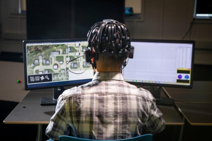 Фото №2 - Американские военные собрались изучать мозги геймеров для создания боевых роботов