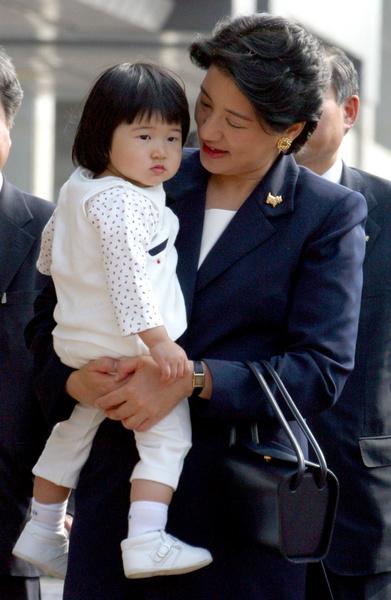 Фото №3 - Неврозы, анорексия, нелюбовь: как живет принцесса Айко, японская «царевна Несмеяна»