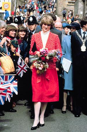 Фото №51 - 70 красных нарядов: как принцесса Диана носила любимый цвет