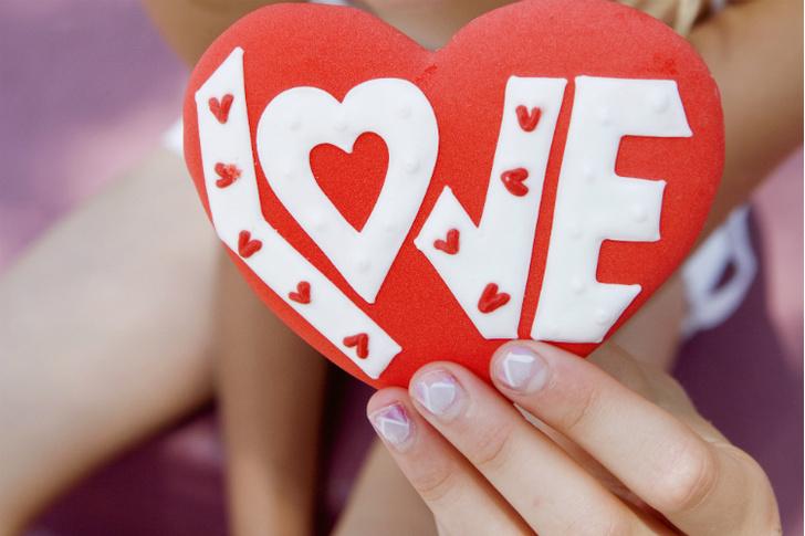 Фото №1 - Вопрос дня: Стоит ли подписывать свою валентинку или отправить анонимно?
