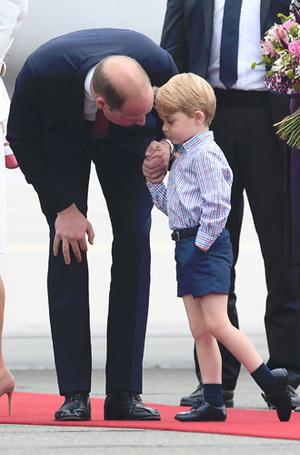 Фото №8 - Принцесса Шарлотта и принц Джордж: первые фото из Польши