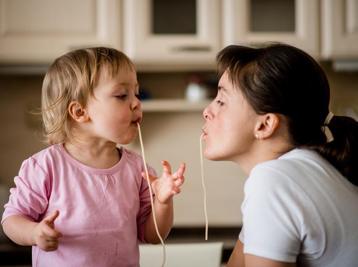 Фото №1 - Без слез и капризов: когда и как приучать ребенка к взрослой еде