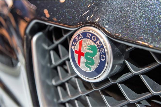 Фото №12 - Не простое украшение: 20 автомобильных эмблем со смыслом