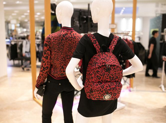 Фото №1 - Ирина Шейк и другие звезды на открытии первого корнера Versus Versace в «Цветном»