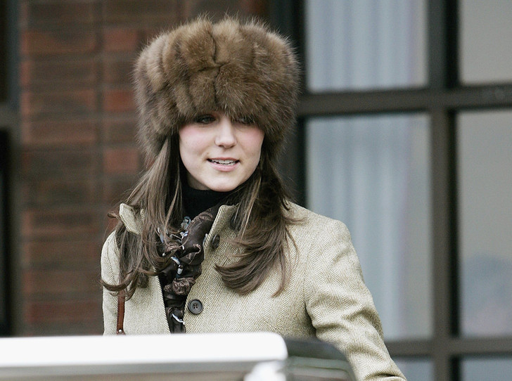 Фото №1 - Голову в тепле: 10 шапок с мехом, которые не позволят вам замерзнуть