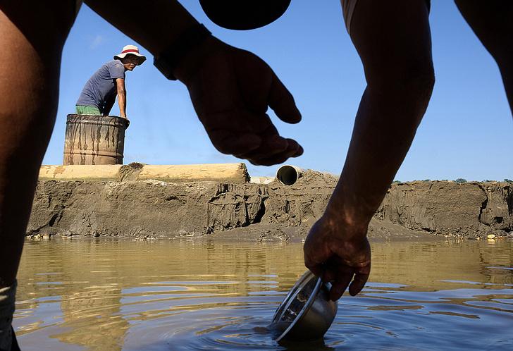 Фото №5 - Фоторепортаж: как добывают золото в джунглях Перу