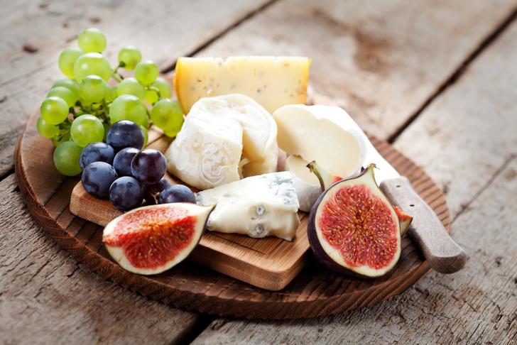 Фото №2 - Гид по сырной тарелке: подбираем сорта сыра, хлеб и вино