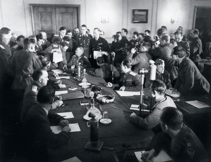 Фото №1 - 75 лет назад... Капитулировала фашистская Германия