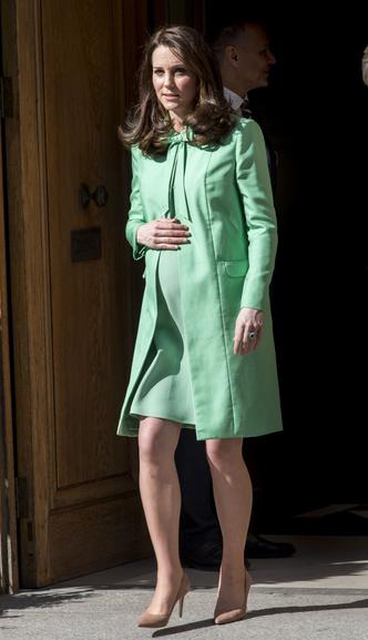 Фото №13 - Опасная высота: беременные звезды на высоких каблуках