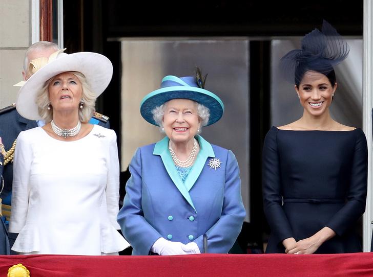 Фото №4 - Почему Меган Маркл стояла на балконе рядом с Королевой (а Кейт – никогда)