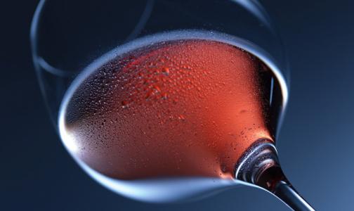 Фото №1 - В Минздраве рассказали, каким алкоголем можно запивать новогодние салаты