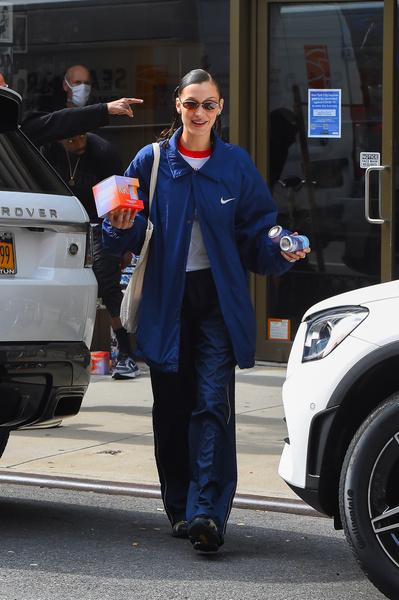 Фото №2 - Ставим лайк: спортивный костюм как у Беллы Хадид, который выглядит нереально стильно