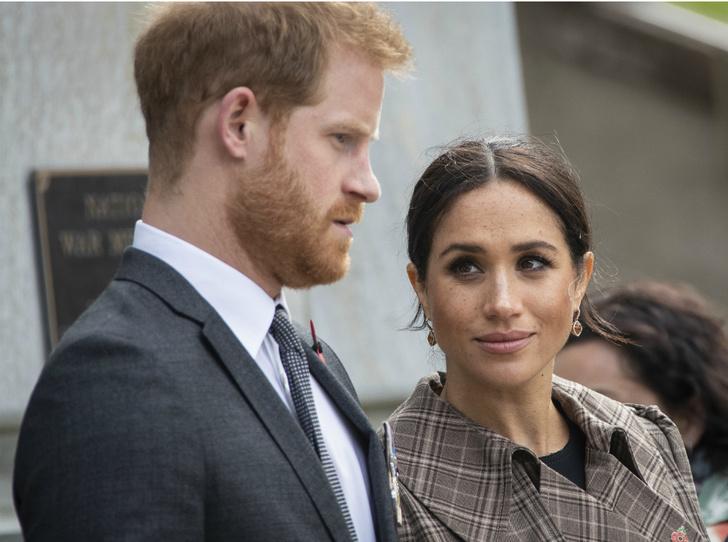Фото №1 - Американская трагедия: почему герцогиня Меган беспокоится за принца Гарри
