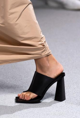 Фото №2 - Полный гид по самой модной обуви для весны и лета 2020