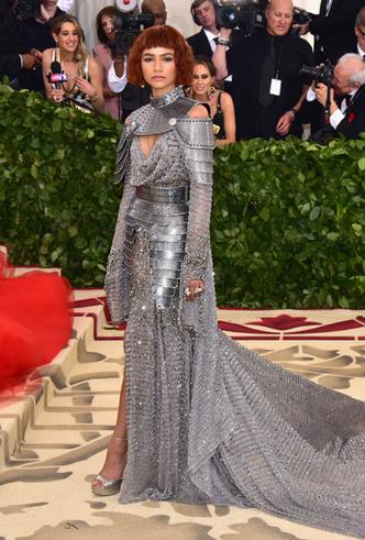 Фото №15 - От Джиджи Хадид до Леди Гаги: кто одевает самых стильных звезд