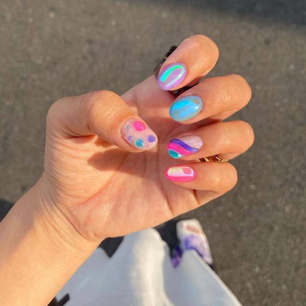 Фото №11 - Северное сияние на ногтях: трендовый маникюр из Инстаграма