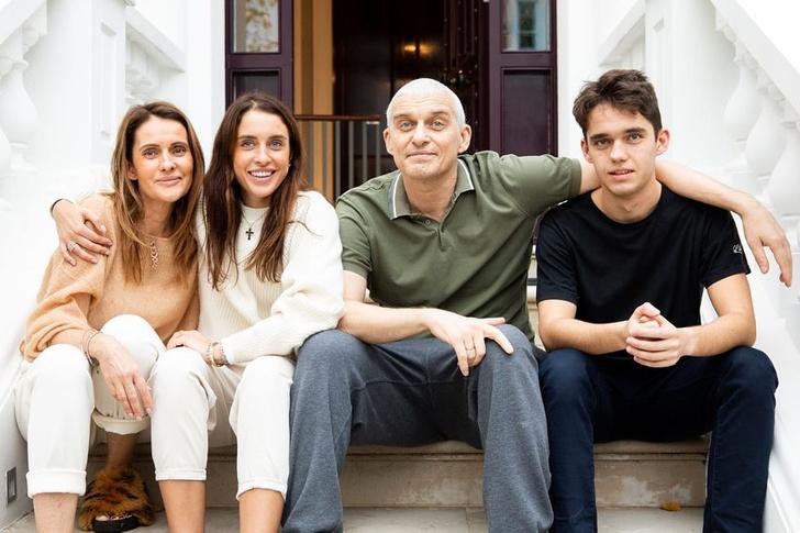 Фото №1 - Остаться в живых: 11 знаменитостей, которые победили рак