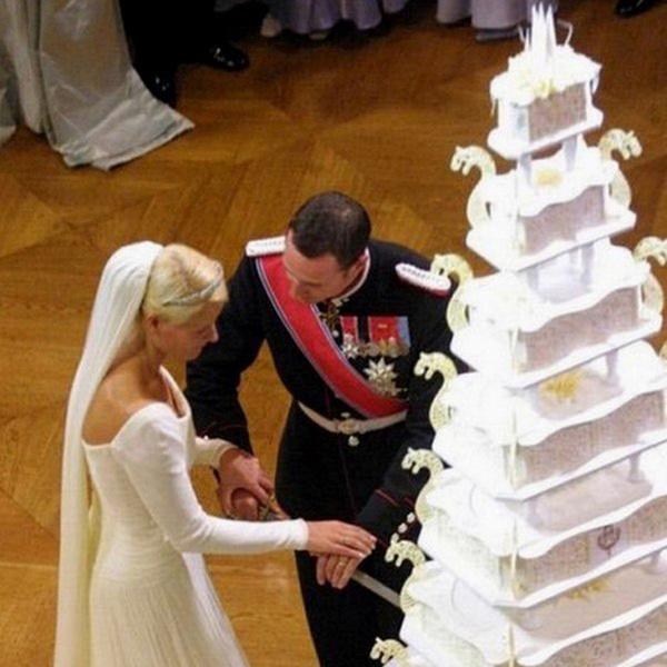 Фото №28 - Сладко: свадебные торты на королевских свадьбах