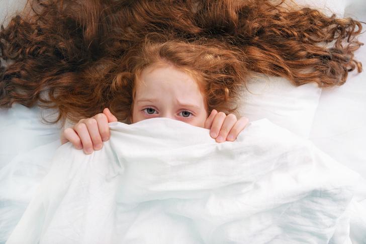 Фото №1 - Если малыш боится врачей, грозы, темноты: надо ли бороться с детскими страхами