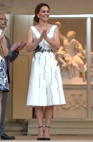 Фото №13 - Все наряды польско-немецкого турне герцогини Кембриджской