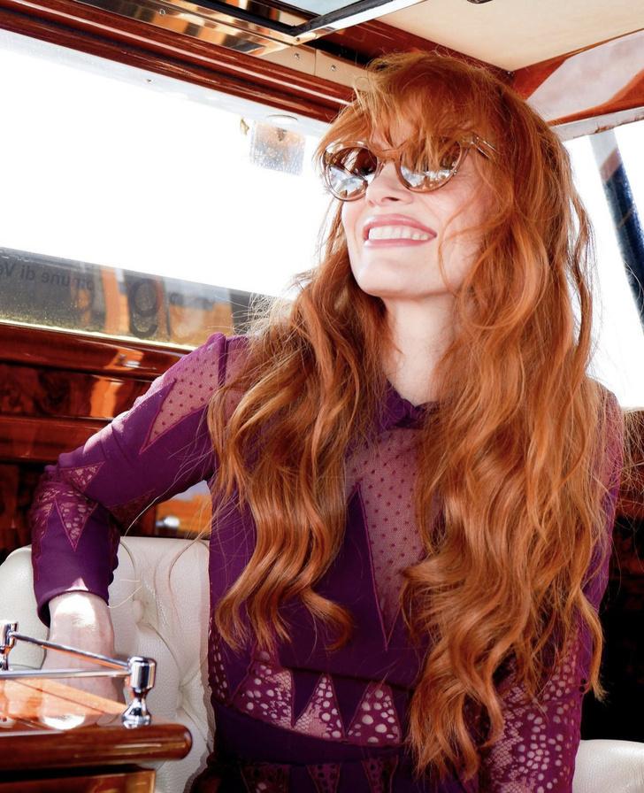 Фото №2 - Так выглядит настоящая роскошь: Джессика Честейн в комбинезоне оттенка маджента