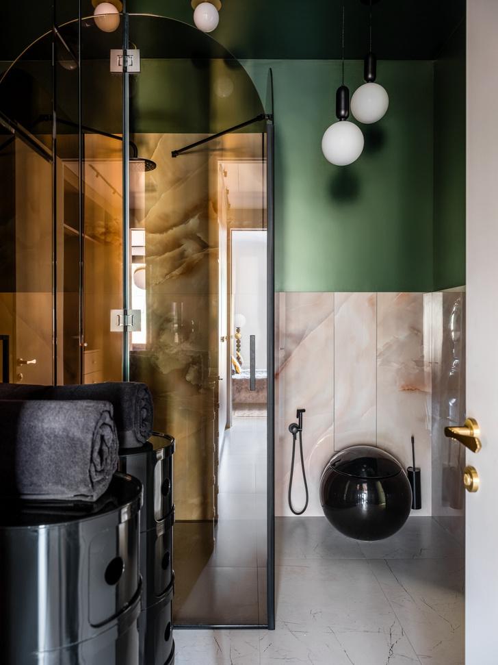 Фото №7 - Дизайнерский интерьер с росписью и зеркальным потолком в Москве
