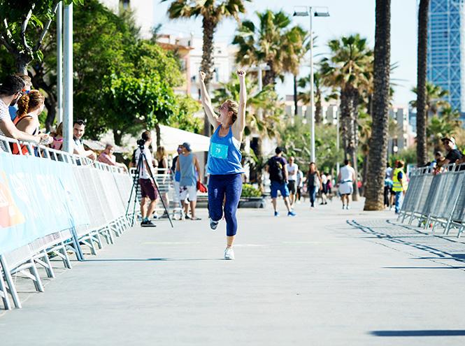 Фото №9 - 3 000 девушек поучаствовали в #RUNSUPYOGA в Барселоне