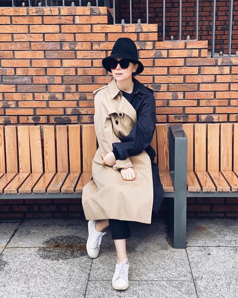 Фото №1 - «Вылитая Одри Хепберн»: Татьяна Брухунова в шляпе и тренче напомнила поклонникам кинодиву из прошлого