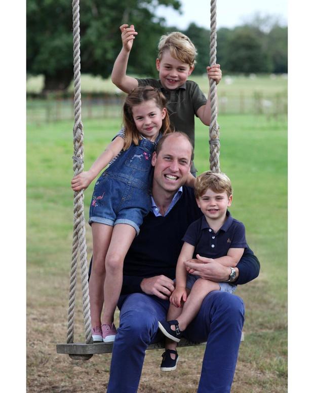 <p>В честь дня рождения принца Уильяма был опубликован его новый портрет с детьми</p>