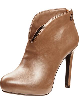 Фото №2 - Нюша создала коллекцию обуви для Betsy