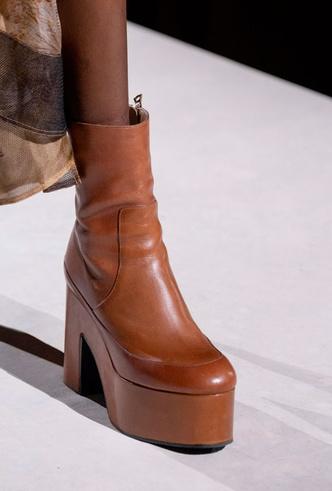 Фото №9 - Самая модная обувь весны и лета 2020: советы дизайнеров