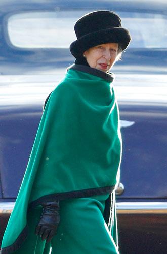 Фото №6 - От Королевы до герцогини Кейт: как королевские особы носят мех