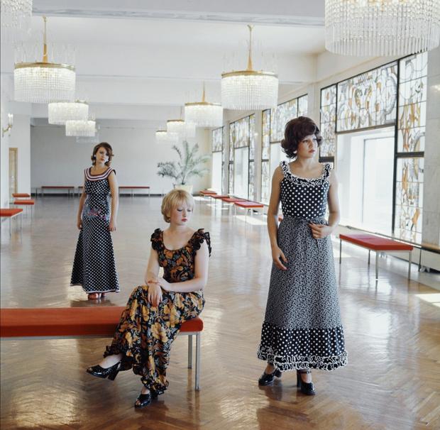 Фото №2 - Фэшн-уловки советских женщин: как они одевались модно, когда ничего не было